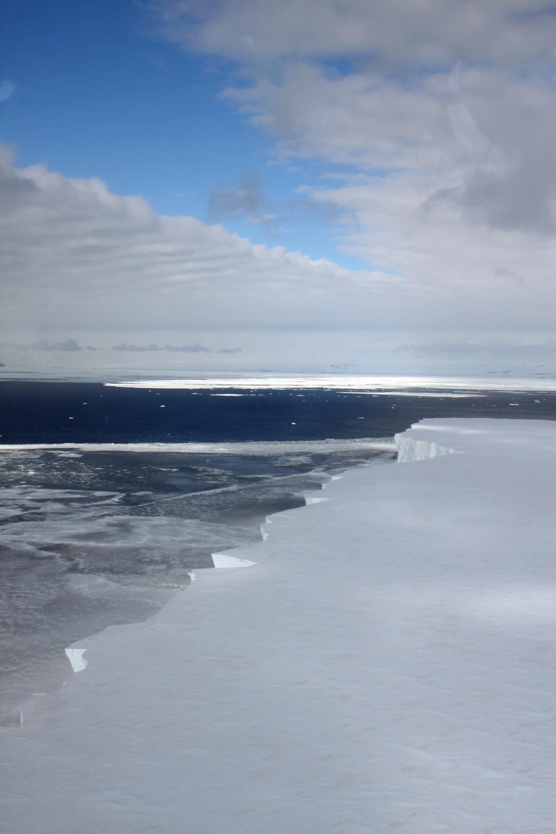 helo 4 mile iceberg.jpg